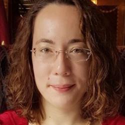 Laura  Lintott